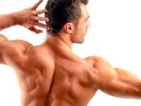 espalda de hombre musculoso